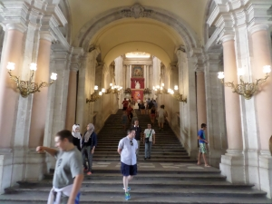 The main staircase en El Palacio